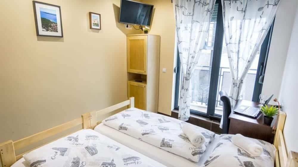 Zagreb hostel moving1b