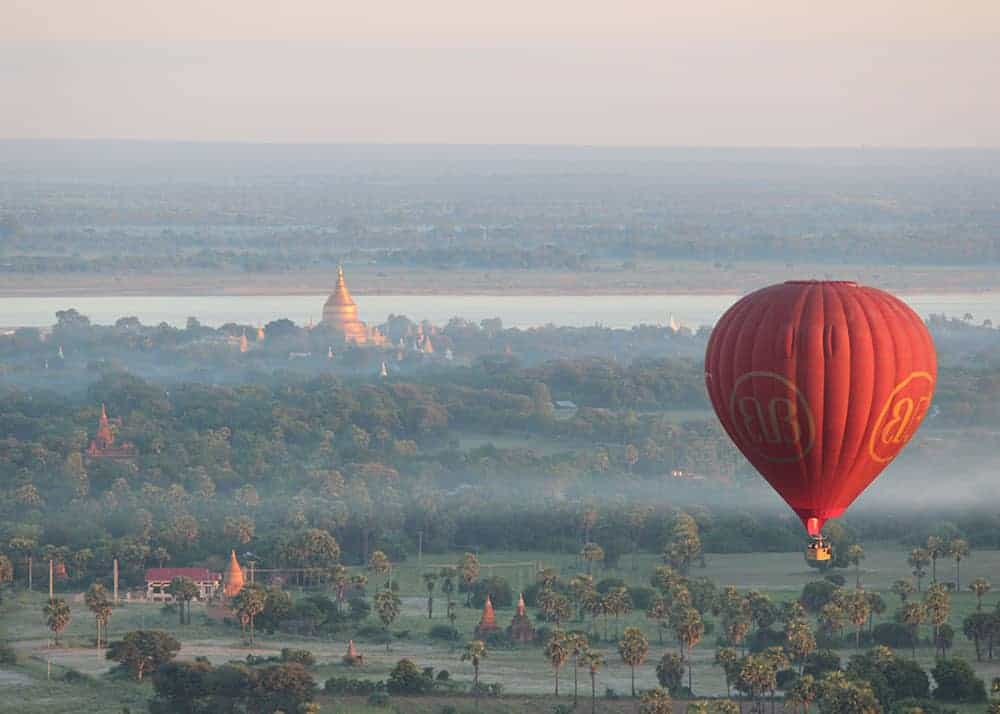 Burma iz zraka z balonom