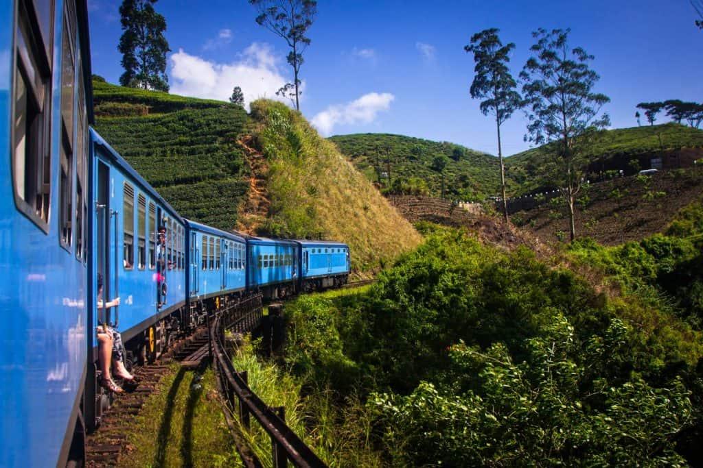 srilanka train travel