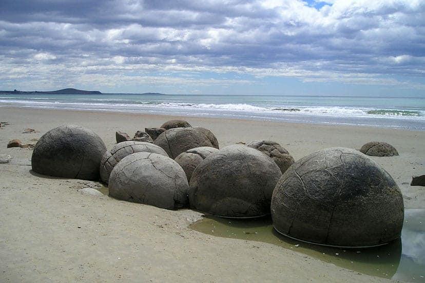novi zeland moeraki boulders