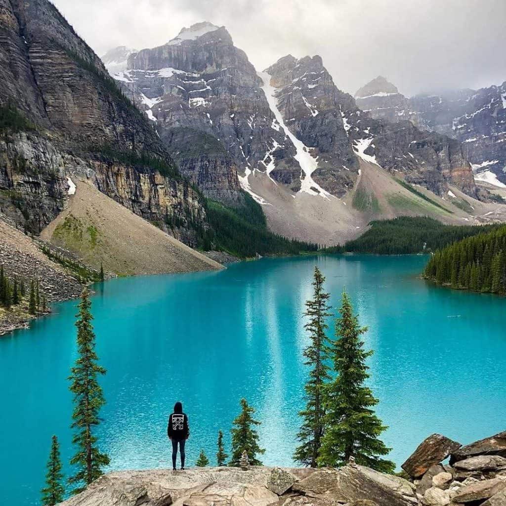 nomago travel instagram moraine lake