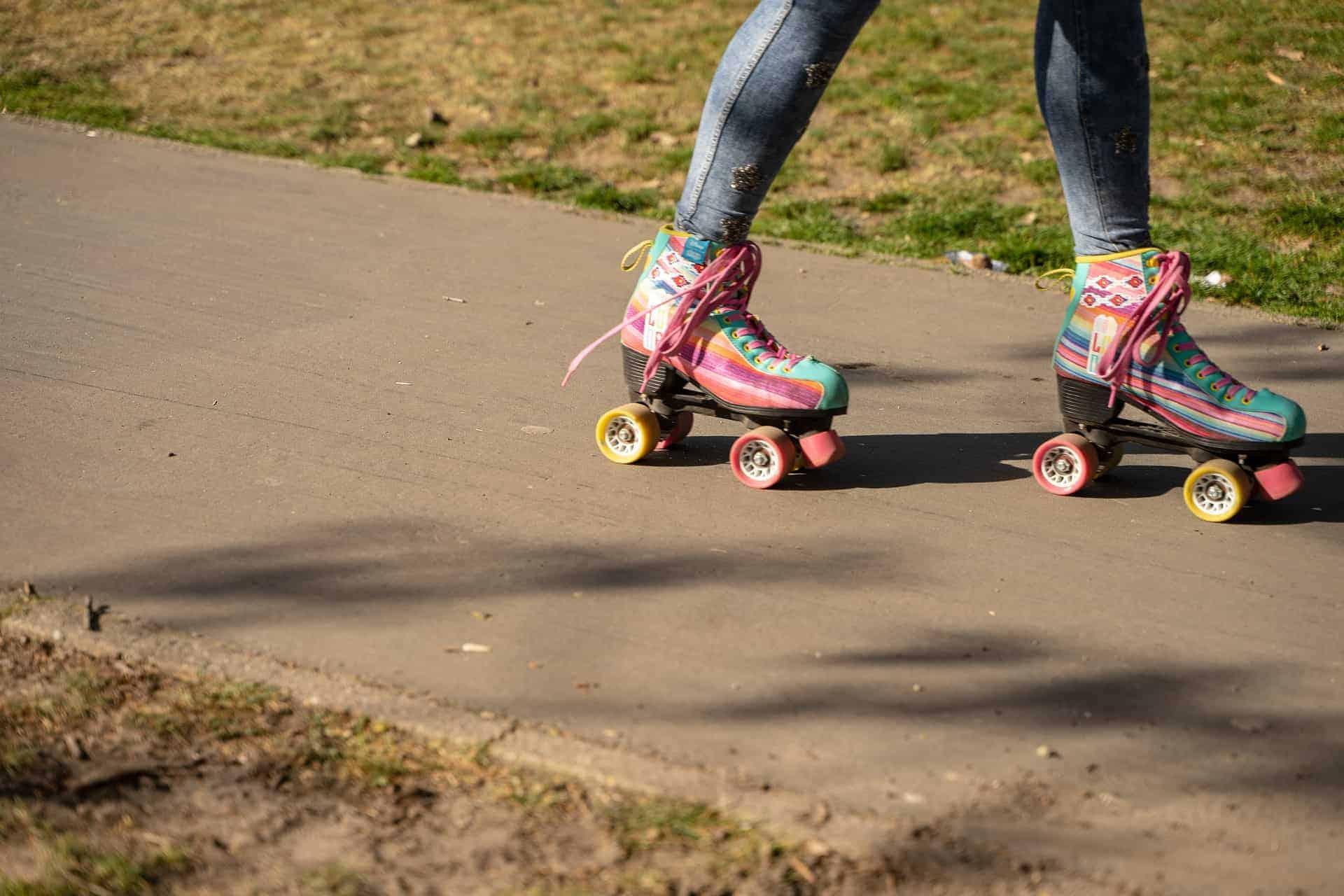 roller skating 4178417 1920
