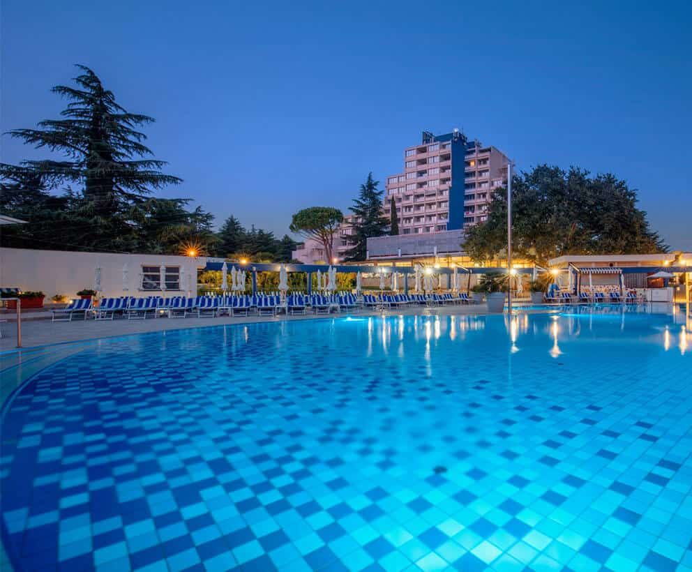 valamar diamant hotel pool overview m