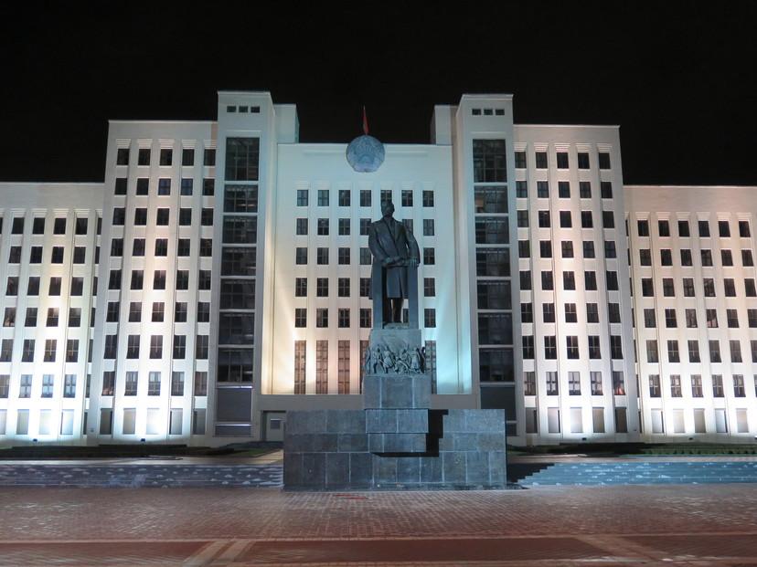 Lenjin ispred parlamenta